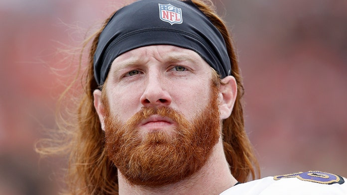 Baltimore Ravens' Hayden Hurst turns to social media to help find woman from flight
