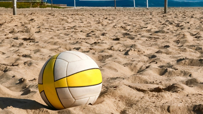 Missouri sand volleyball courts close after knives found in the sand