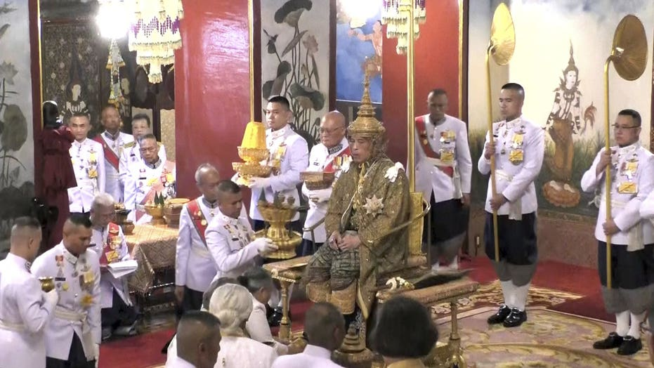 Thai king officially crowned, kick-starting three-day long