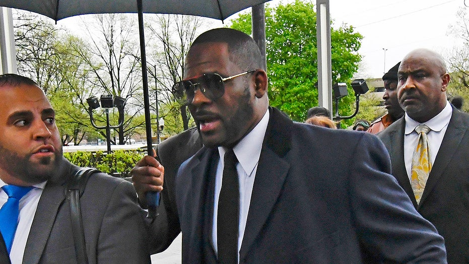 R. Kelly charged with soliciting 17-year-old girl in Minnesota