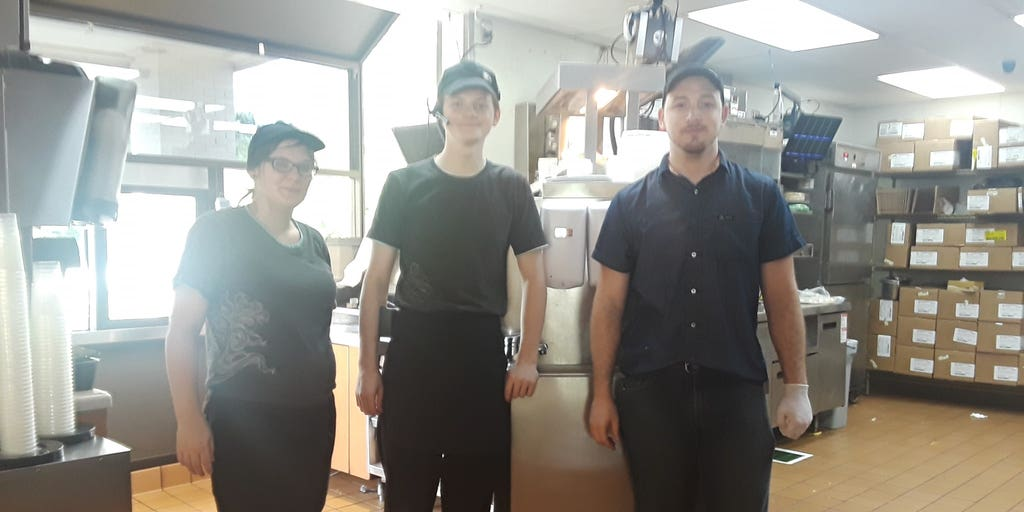 Taco Bell employees praised for helping stranded disabled customer