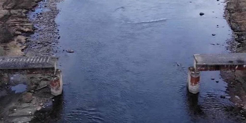 Russische dieven stelen stuk van een brug