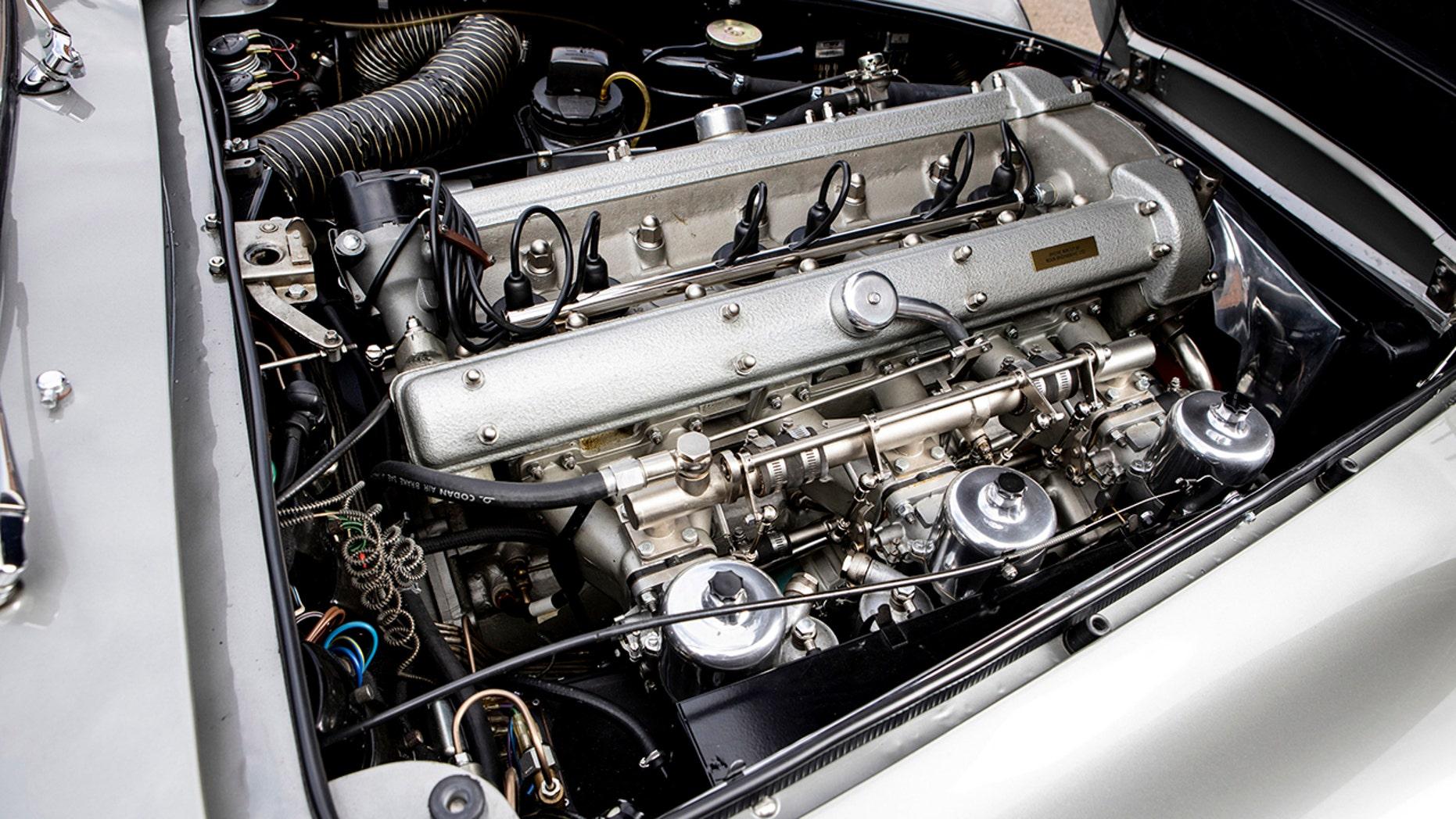James Bond 007 Aston Martin DB5 engine