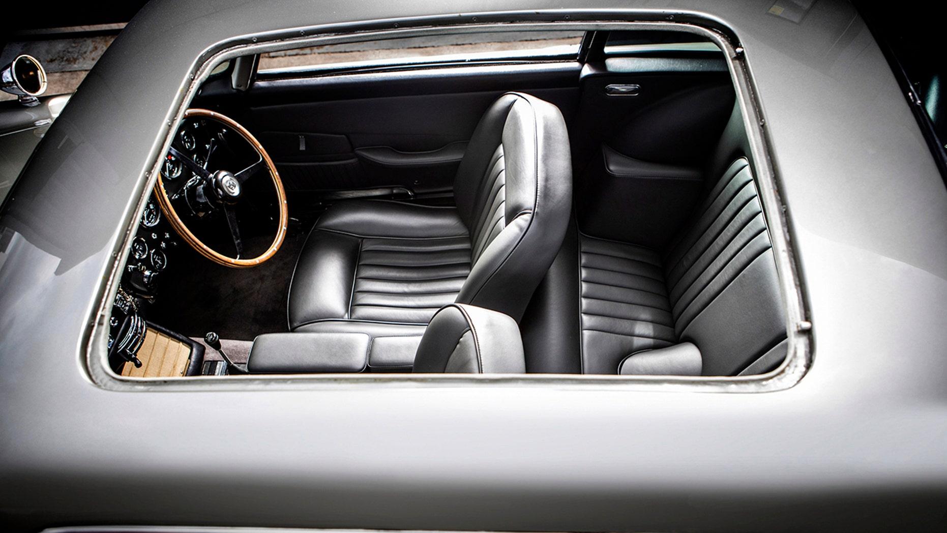 James Bond 007 Aston Martin DB5 interior