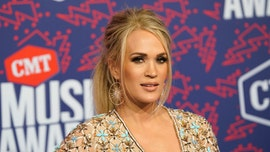 Carrie Underwood glows in new makeup-free selfie