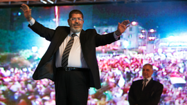Egypt's Morsi quietly buried, a day after courtroom death