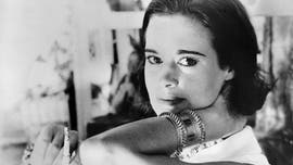 Gloria Vanderbilt's death prompts Hollywood reactions: 'She made me look fly'