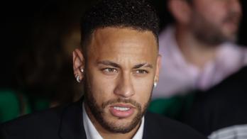 Brazil model accusing Neymar of rape speaks to police again