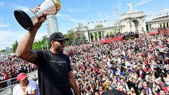 Kawhi Leonard urged to stay with Toronto Raptors during team's championship parade