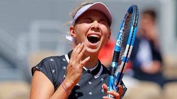Anisimova tops '18 French Open champ Halep; gets Barty in SF