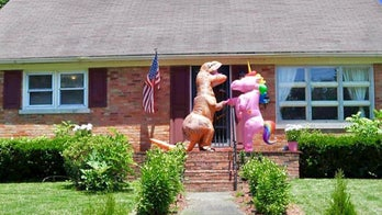 Realtor's kids dress up as unicorn, dinosaur to help sell house