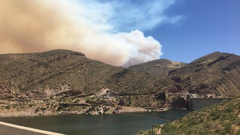 Arizona wildfire forces 700 evacuations; winds causing widespread flames