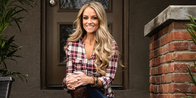 Nicole Curtis spoke to Fox News about returning to her Hooters roots, judging this year's annual International Hooters Pageant on Thursday, as good as dished sum on her arriving plan with HGTV.