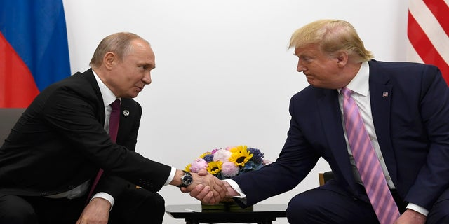 President Donald Trump, on the right, shakes hands with Russian President Vladimir Putin during a bilateral meeting, the G20 summit in Osaka, Japan, Friday, 28 June 2019 (AP Photo / Susan Walsh)