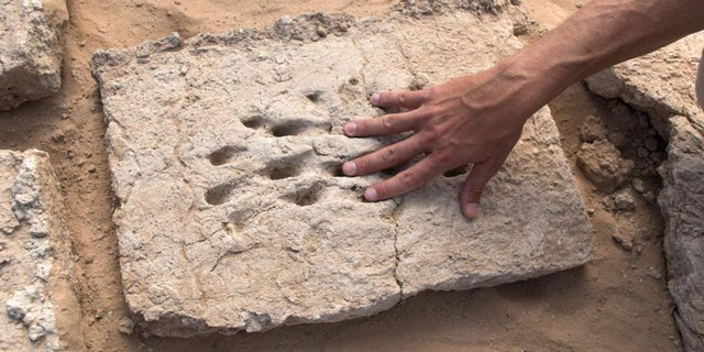 Westlake Legal Group Abu-Dhabi-1 Mysterious 3,000-year-old fingerprints found at ancient site James Rogers fox-news/science/archaeology/history fox-news/science/archaeology/culture fox-news/columns/digging-history fox news fnc/science fnc article 277000ec-f1f7-5aee-853b-00530ee8d7fa