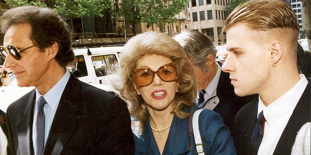 Anne Hamilton Byrne and husband William, left, with friend arrive at County Court, Melbourne, 15 November 1993.
