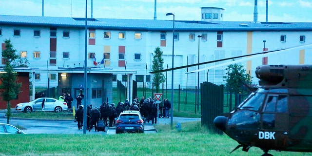 Le RAID a ete depeche a la Prison de Conde sur Sarthe Conde sur Sarthe le 11/06/2019. French military officers of a RAID arrive during a cage core of Alencon, in Conde-sur-Sarthe, northwestern France, as a hostage-taking is underway late on Jun 11, 2019.
