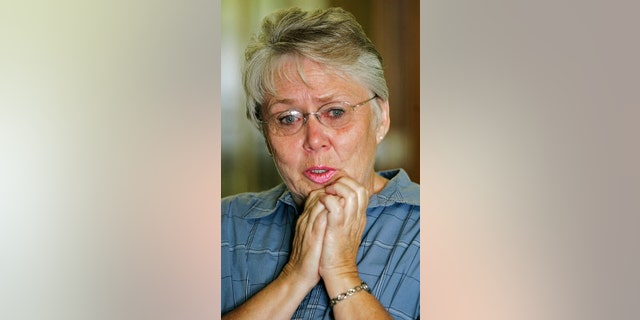 Thelma Soares speaks during an interview as she talks about her daughter Lori Hacking on July 23, 2004, in Salt Lake City, Utah. (Photo by George Frey/Getty Images)
