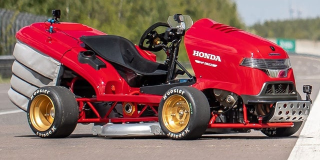 Honda Lawnmower Reaches 100 Mph In 6 Seconds For World