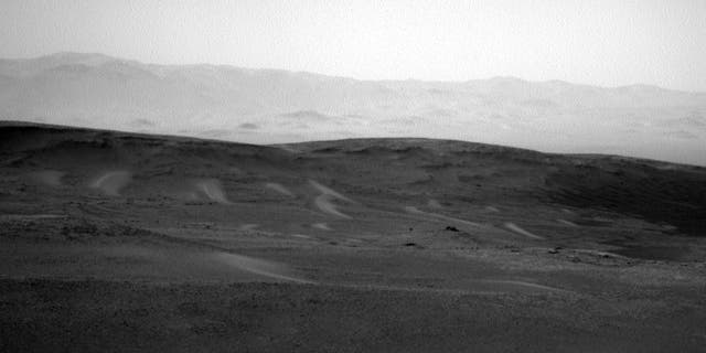 This image was snapped by Curiosity at 03:54:12 UTC. (Credit: NASA/JPL-Caltech)