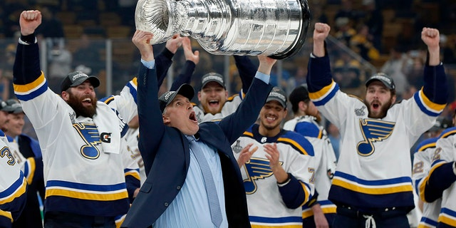 Steve Yzerman would be 'thrilled' to see Lightning win Stanley Cup
