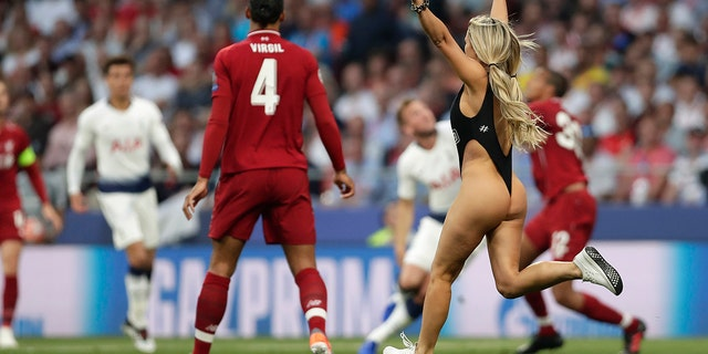 A representation intruder interrupts a diversion during a Champions League final soccer compare between Tottenham Hotspur and Liverpool during a Wanda Metropolitano Stadium in Madrid, Saturday, Jun 1, 2019. (AP Photo/Manu Fernandez)