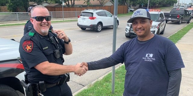Westlake Legal Group Texas2 Good Samaritans, ex-rugby player praised for helping Texas police officer take down suspect Travis Fedschun fox-news/us/us-regions/southwest/texas fox-news/us/personal-freedoms/proud-american fox-news/us/crime/police-and-law-enforcement fox-news/us/crime fox-news/good-news fox news fnc/us fnc article 0b5cbb45-f57c-5e50-bfe5-ed1464b543e9