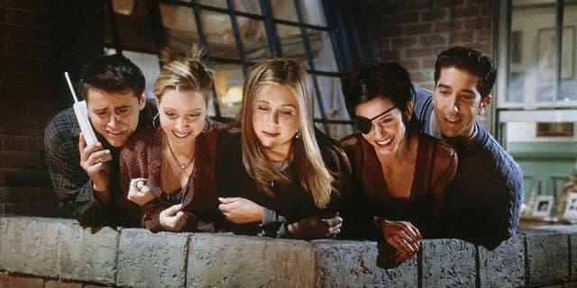 (L-R) Matt LeBlanc as Joey Tribbiani, Lisa Kudrow as Phoebe Buffay, Jennifer Aniston as Rachel Green, Courteney Cox as Monica Geller,David Schwimmer as Ross Geller