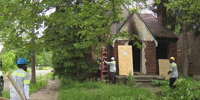 """Police in Detroitare canvassing the area for more victims after three sex workers, possibly linked to a """"serial killer"""",were found dead in abandoned homes since March"""