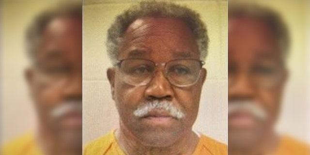 Mugshot cho Eddie Lee Anderson, 66 tuổi, tại thời điểm bị bắt giữ