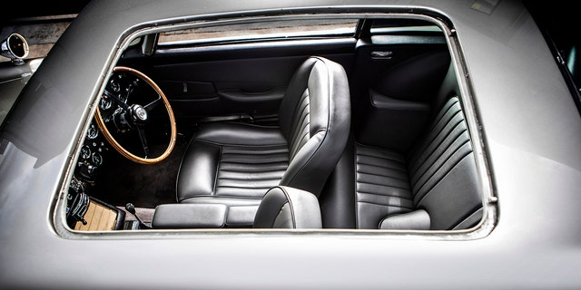 詹姆斯邦德007阿斯顿马丁DB5值得数百万人参加拍卖 - 福克斯新闻 -jb-roof
