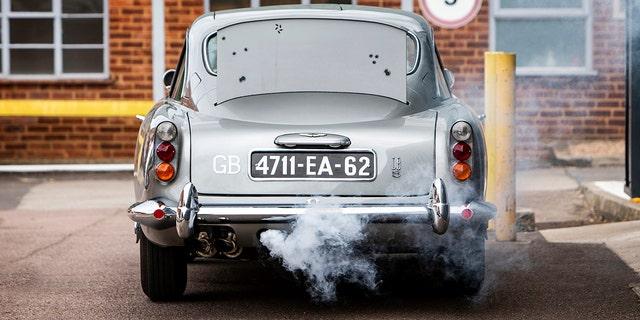 詹姆斯邦德007阿斯顿马丁DB5值得数百万人参加拍卖 - 福克斯新闻 -jb-smoke