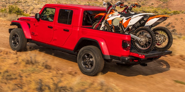 2020 Jeep Gladiator Test Drive The Ultimate Off Road Pack Animal Fox News