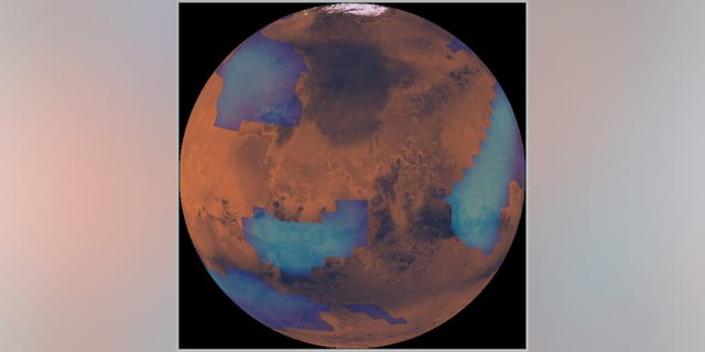 A computer simulation shows middle-altitude clouds on Mars.