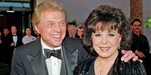 """In this May 30,1998 file photo, singer Steve Lawrence and his Eydie Gorme arrive at the black-tie gala called """"Thanks Frank"""" honoring Frank Sinatra in Las Vegas. Lawrence has been diagnosed with the early stages of Alzheimer's Disease. In a letter sent by his spokesman Howard Bragman on Tuesday, June 11, 2019, Lawrence confirmed the diagnosis. The 83-year-old performer is known for solo hits including the ballad """"Go Away Little Girl"""" and as one half of the 1960s pop duo Steve and Eydie alongside his wife, Eydie Gorme who died in 2013."""