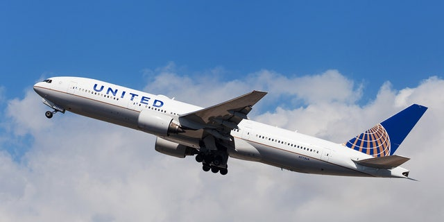 Two United Airlines Pilots Arrested for Suspected Intoxication