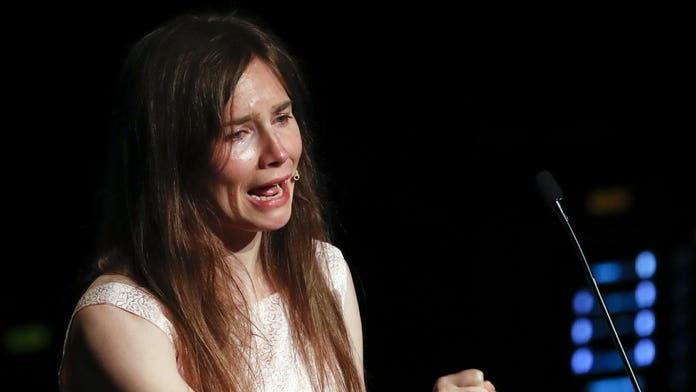 Amanda Knox sobs during speech on return to Italy, accuses media of building false story