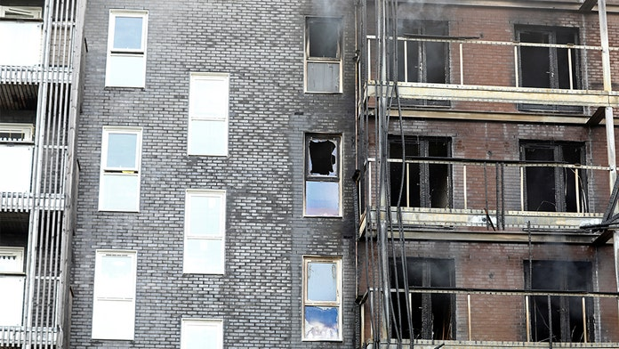 Massive London fire destroys at least 20 apartments; 100 firefighters rush to scene