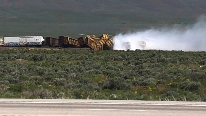 The Latest: Union Pacific probes cause of Nevada derailment