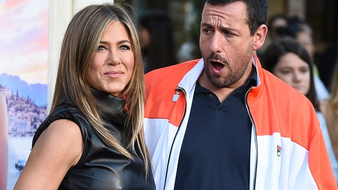Jennifer Aniston teased Adam Sandler with countdown texts leading up to 'Murder Mystery' kissing scene