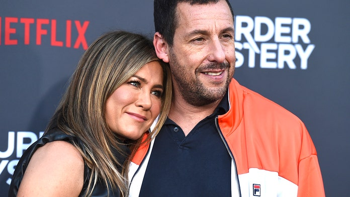 'Murder Mystery' stars Jennifer Aniston, Adam Sandler say who they would pin a murder on