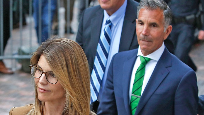Lori Loughlin, Mossimo Giannulli's lawyers slam 'baseless allegations,' deny conflict of interest motion