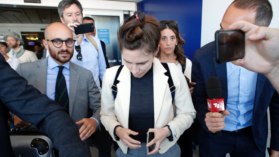 Amanda Knox returns to Italy for 'trial by media' talk
