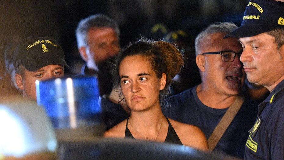 کارولا راکته، کاپیتان یک کشتی که 53 مهاجر را در ساحل لیبی نجات داد، دستگیر شد و متهم به تلاش برای غرق شدن یک قایق پلیس در روز شنبه پس از دو هفته انفجار با پلیس شد.