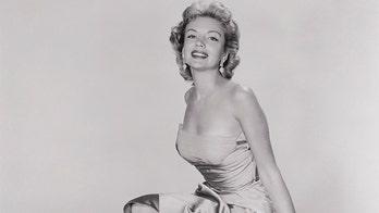 鈥�50s actress Kathleen Hughes recalls working with Frank Sinatra, becoming a pinup: 鈥業t was so unexpected鈥�