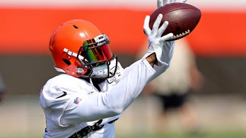 Cleveland Browns' Odell Beckham Jr. gifts cleats to young fan at training camp