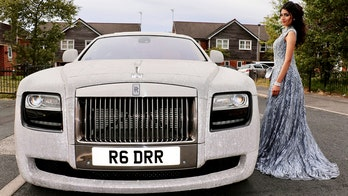 16-year-old wins prom with crystal-covered Rolls-Royce Phantom