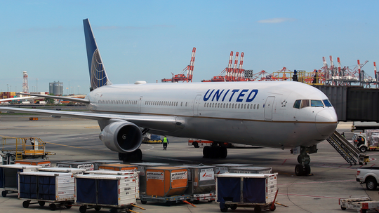 2 United Airlines passengers examined over coronavirus concerns at Chicago O'Hare