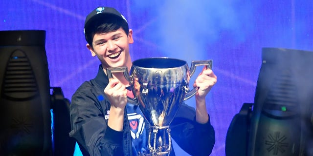 """Kyle """"Bugha"""" Giersdorf, a 16-year-old from Pennsylvania, won first place at the Solos competition at the first-ever Fortnite World Cup, winning $3 million in prize money. (Credit: JOHANNES EISELE/AFP/Getty Images)"""