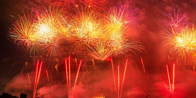 The Lincoln Memorial is enveloped in fume as fireworks detonate along a Potomac River in jubilee of Independence Day in Washington, Thursday, Jul 4, 2019. (AP Photo/J. David Ake)